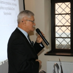 Odsłonięcie tablicy upamiętniającej prof. Leszka Kuberskiego (19.12.2016)_16